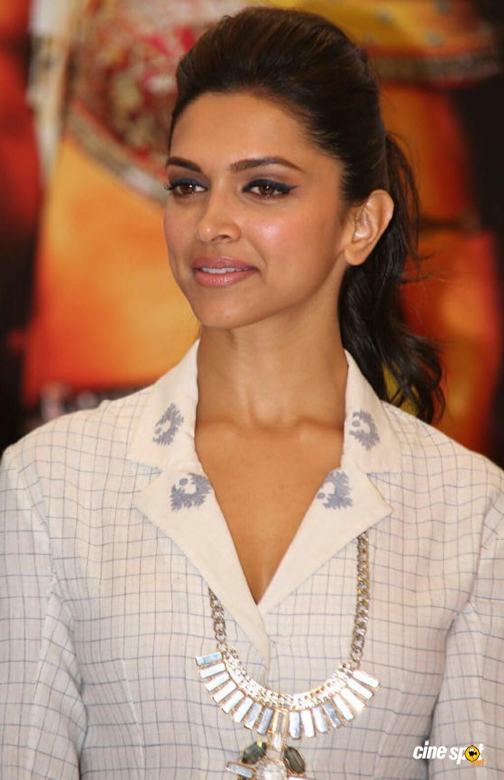 deepika padukone at ram leela movie promotion (5)