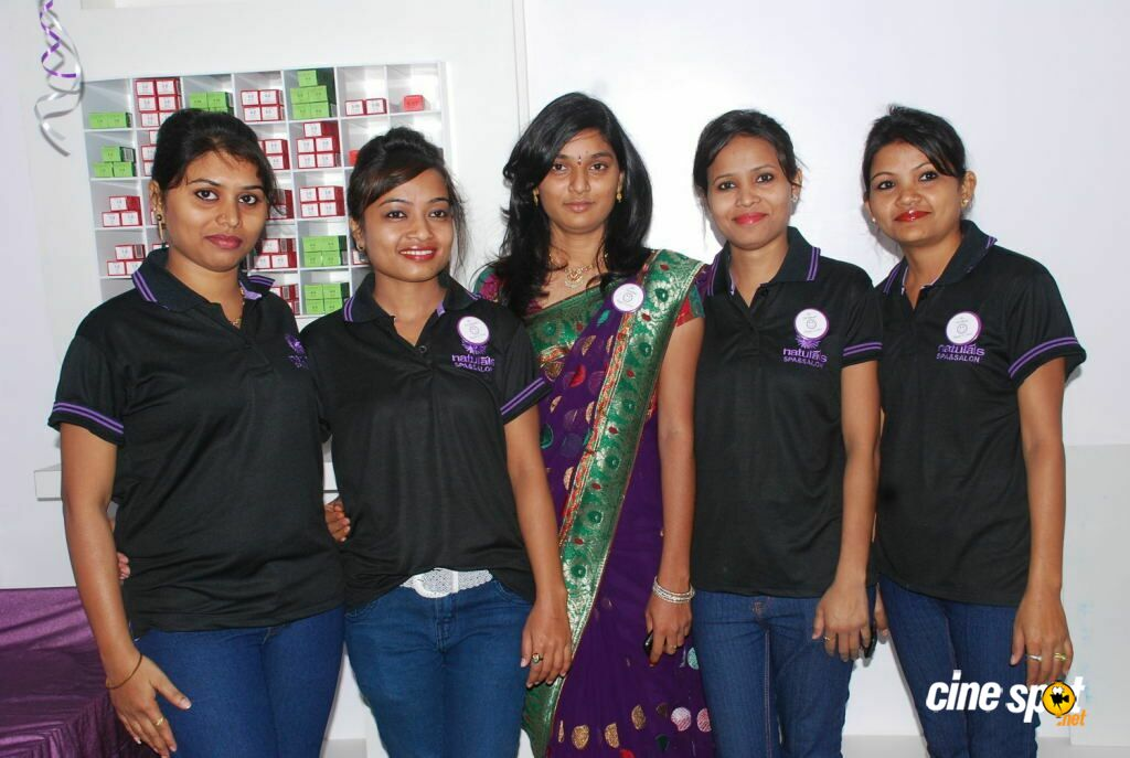 Pik movie team at naturals family salon n spa launch 7 for 16 image the family salon