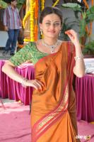 Sneha Ullal at Antha Nee Mayalone Location Stills (10)