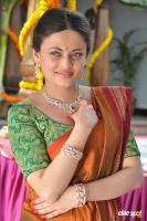 Sneha Ullal at Antha Nee Mayalone Location Stills (11)