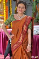 Sneha Ullal at Antha Nee Mayalone Location Stills (13)