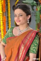 Sneha Ullal at Antha Nee Mayalone Location Stills (14)