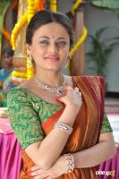 Sneha Ullal at Antha Nee Mayalone Location Stills (15)