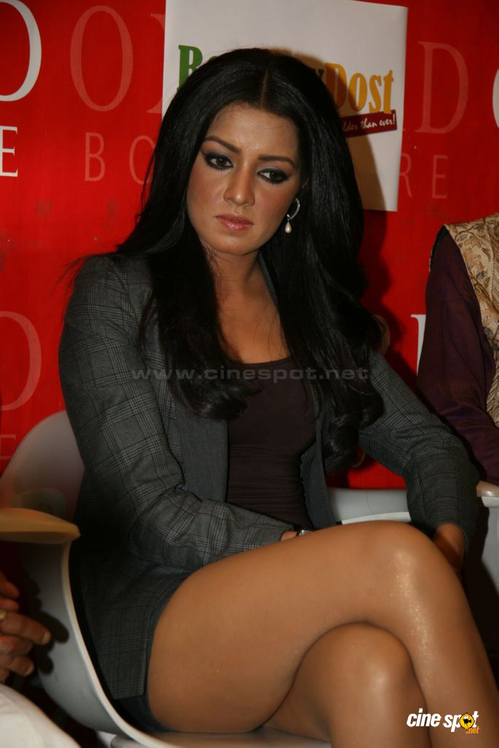 celina jaitley thigh show at bombay dost launch photos 8