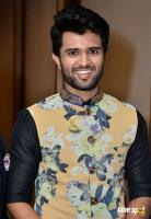 Vijay Devarakonda At KLM Mall Logo Launch (2)