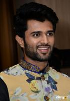 Vijay Devarakonda At KLM Mall Logo Launch (3)