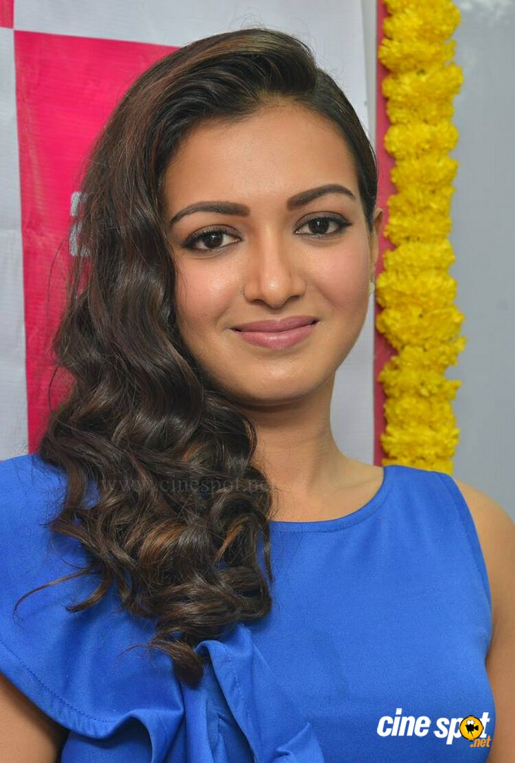 Catherine Tresa at B New Mobile Store Launch (4)
