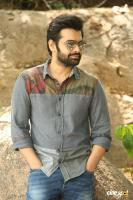 Vunnadhi Okate Zindagi Ram Pothineni Interview Photos (26)