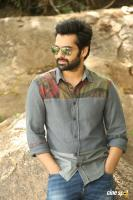 Vunnadhi Okate Zindagi Ram Pothineni Interview Photos (27)