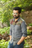 Vunnadhi Okate Zindagi Ram Pothineni Interview Photos (7)