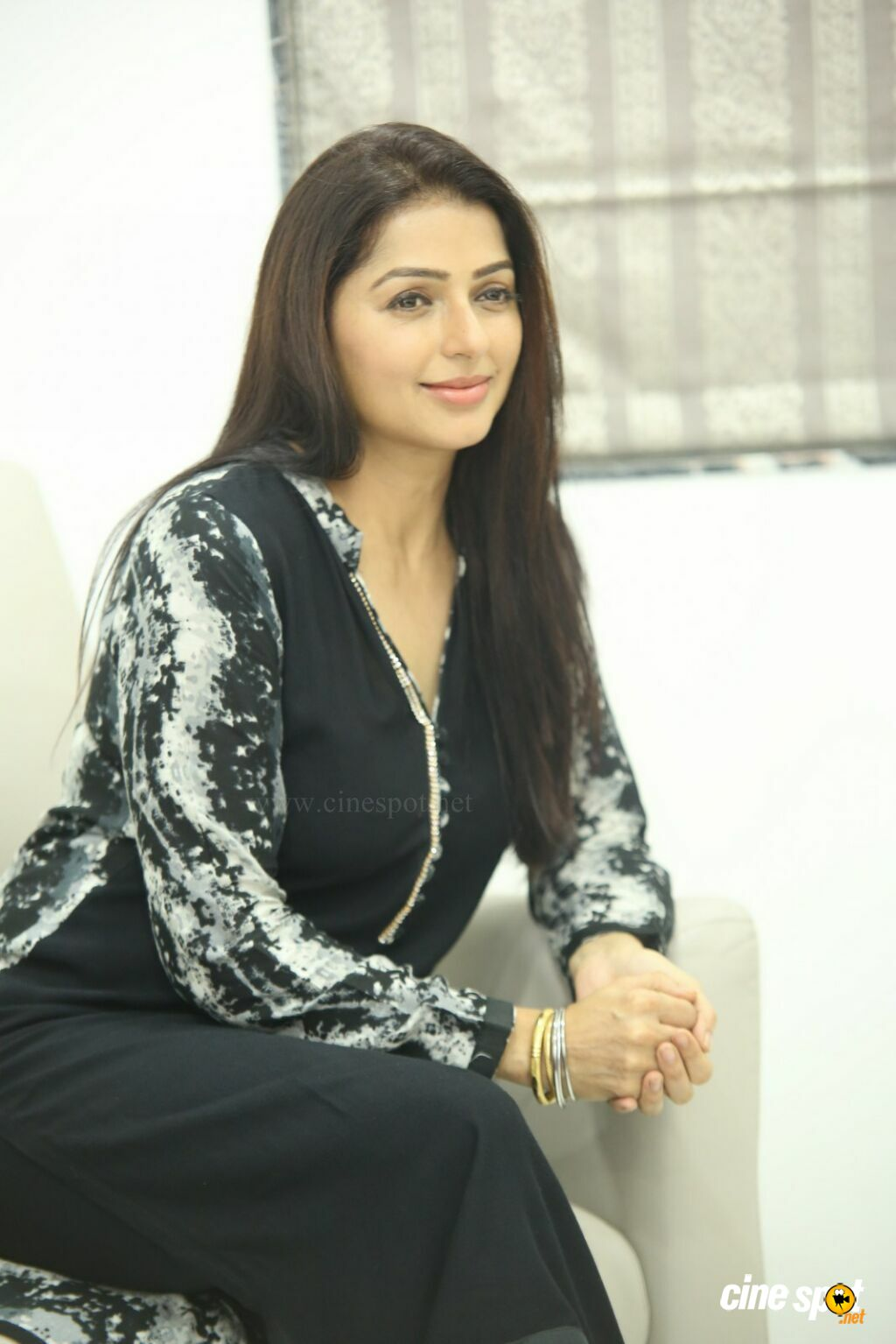 U Turn Movie Actress Bhumika Chawla Interview Photos (46)