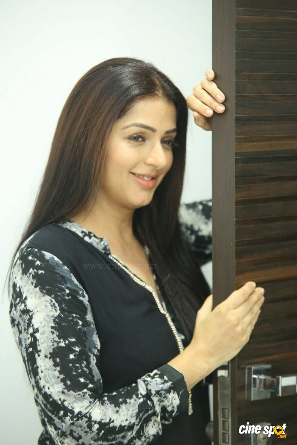 U Turn Movie Actress Bhumika Chawla Interview Photos (9)