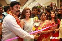 Pranitha Inaugurates Videos Silks Showroom (13)