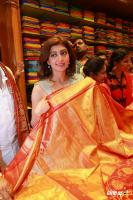 Pranitha Inaugurates Videos Silks Showroom (14)