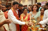 Pranitha Inaugurates Videos Silks Showroom (6)