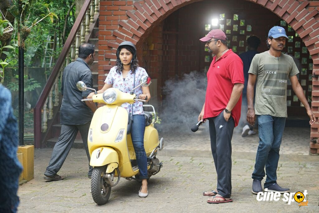 Vijay Superum Pournamiyum Working Stills (1)