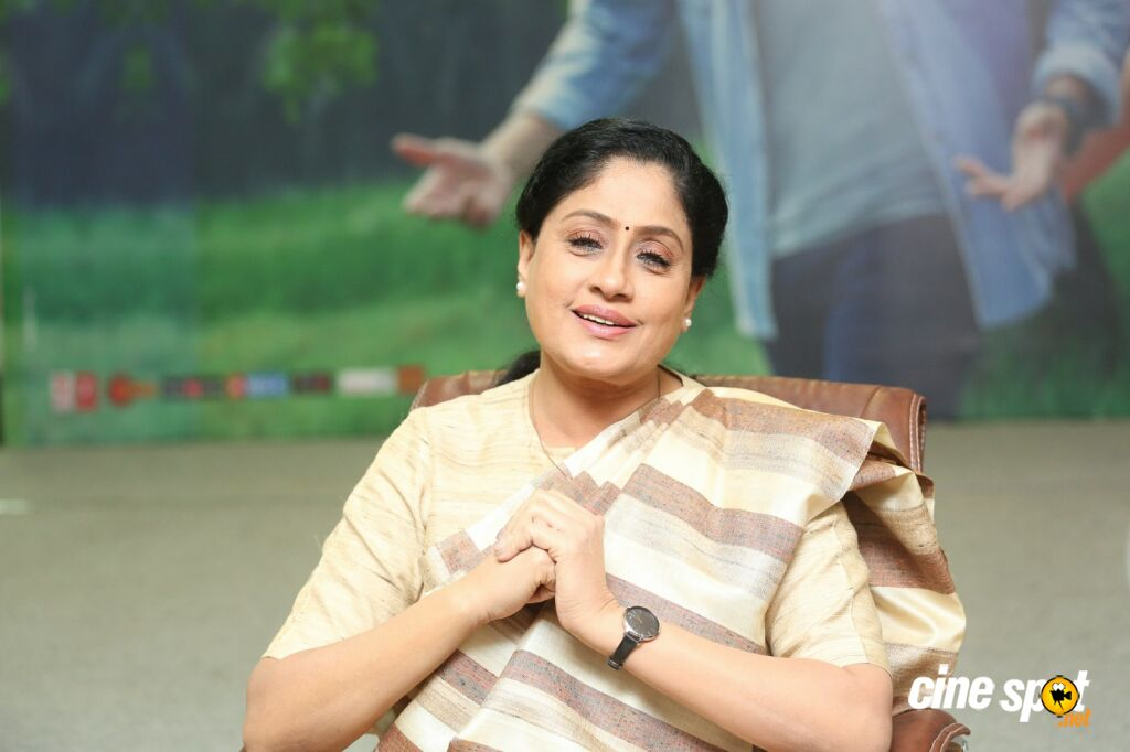 Sarileru Neekevvaru Actress Vijayashanti Interview Photos (19)