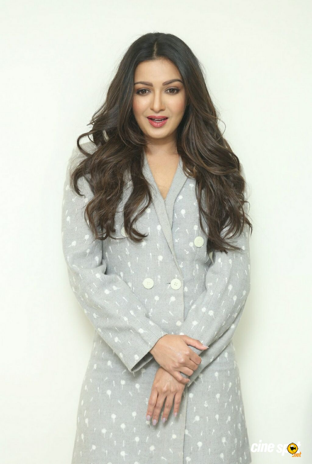 World Famous Lover Heroine Catherine Tresa Interview Photos (9)