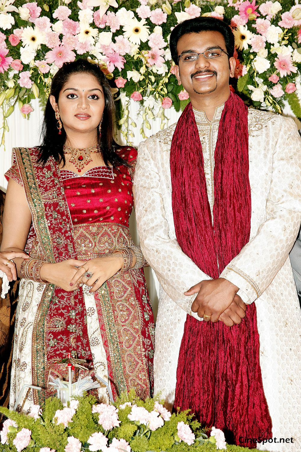 Karthika Marriage Engagement Photos, stills,pics (18)