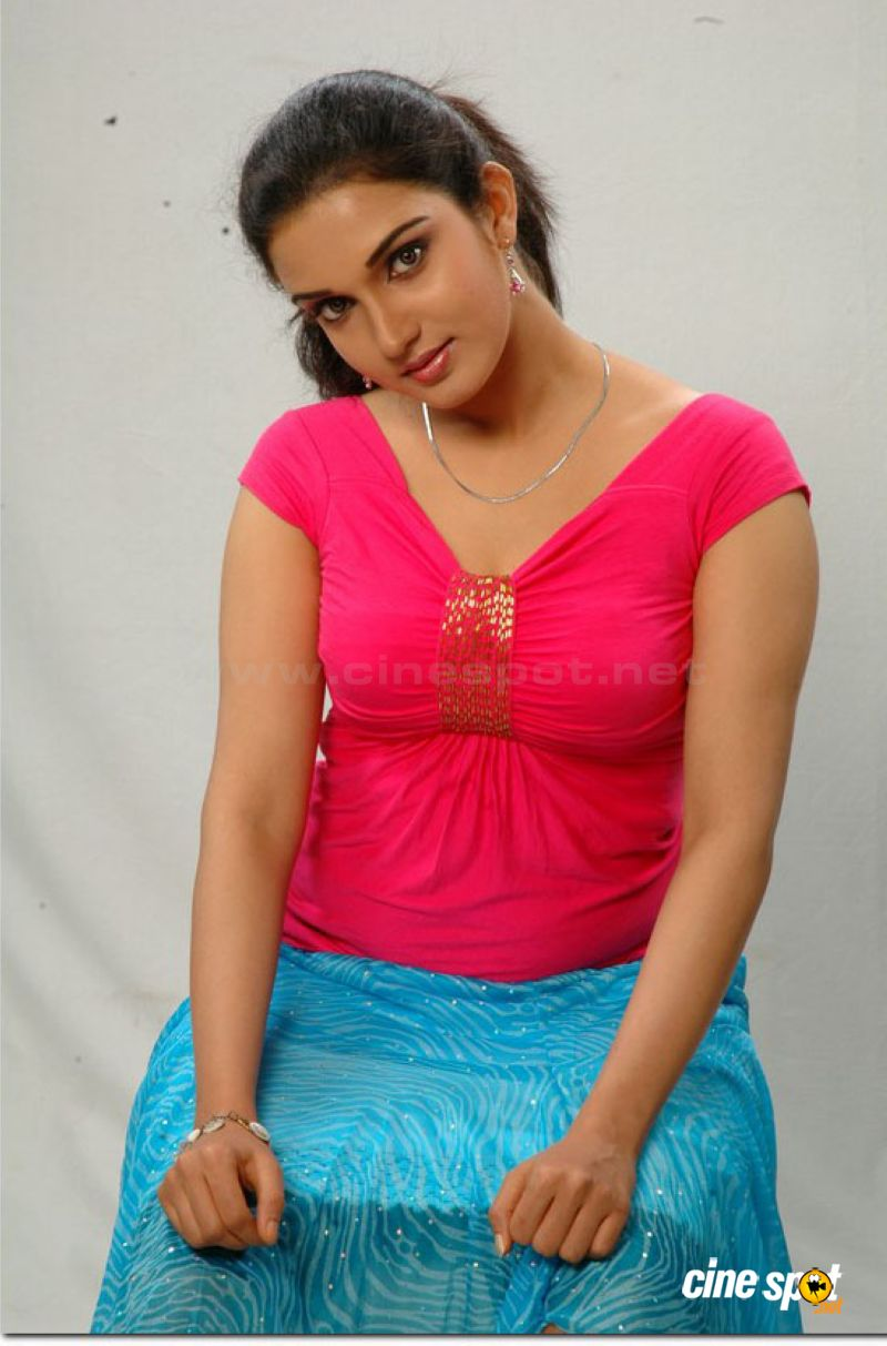 Honey Rose The Sharpest Boobs Ever In South Cinema