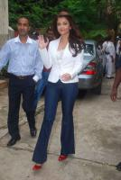 Aishwarya Rai at the launch free training in beauty Sevice Photos
