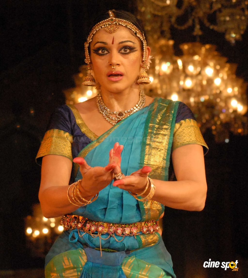 Actress Shobana performs at Bhimsen Joshi Music Festival (1)