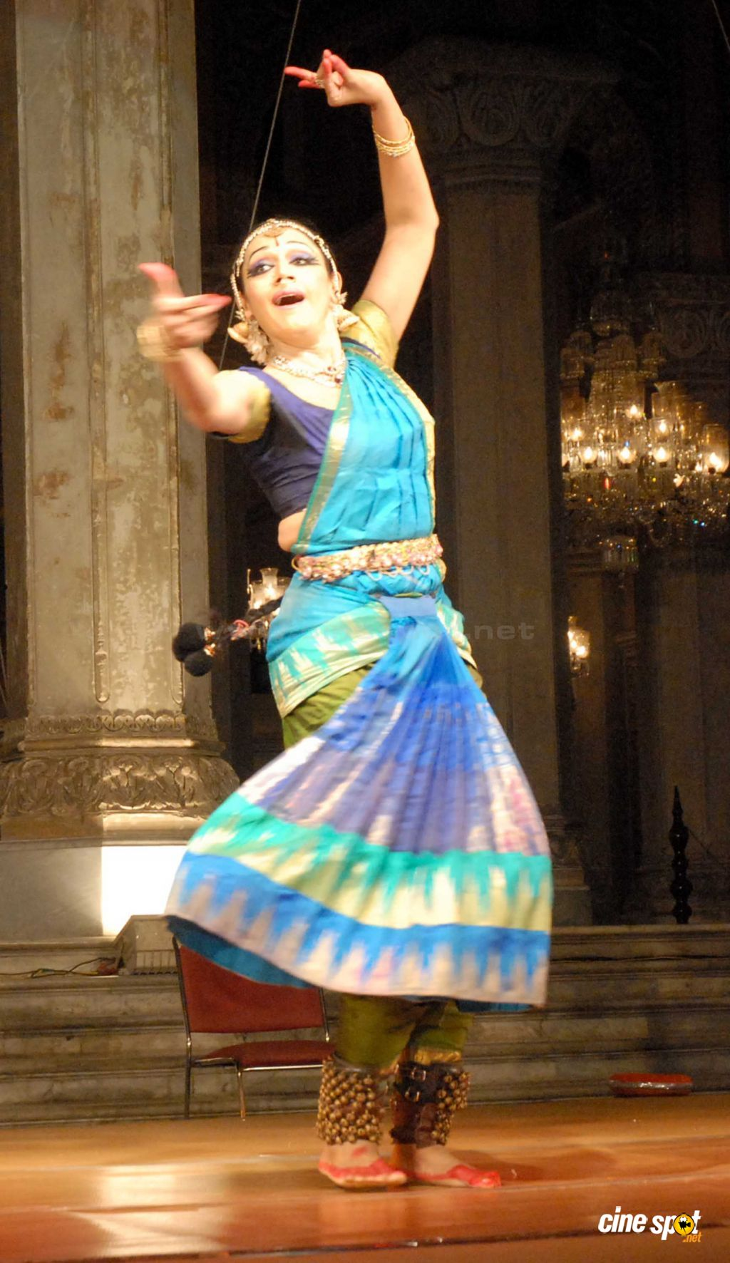 Actress Shobana performs at Bhimsen Joshi Music Festival (2)