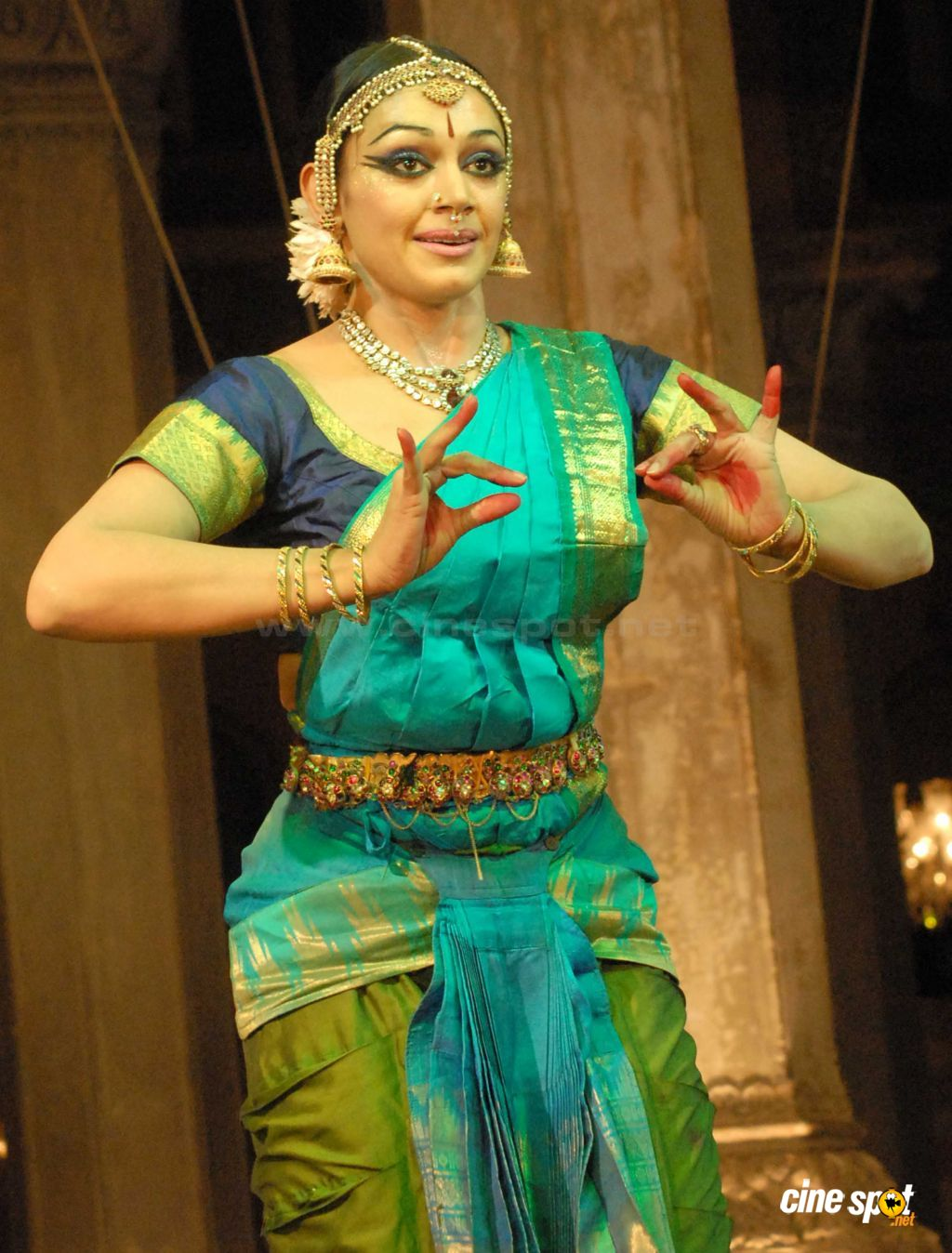 Actress Shobana performs at Bhimsen Joshi Music Festival (4)
