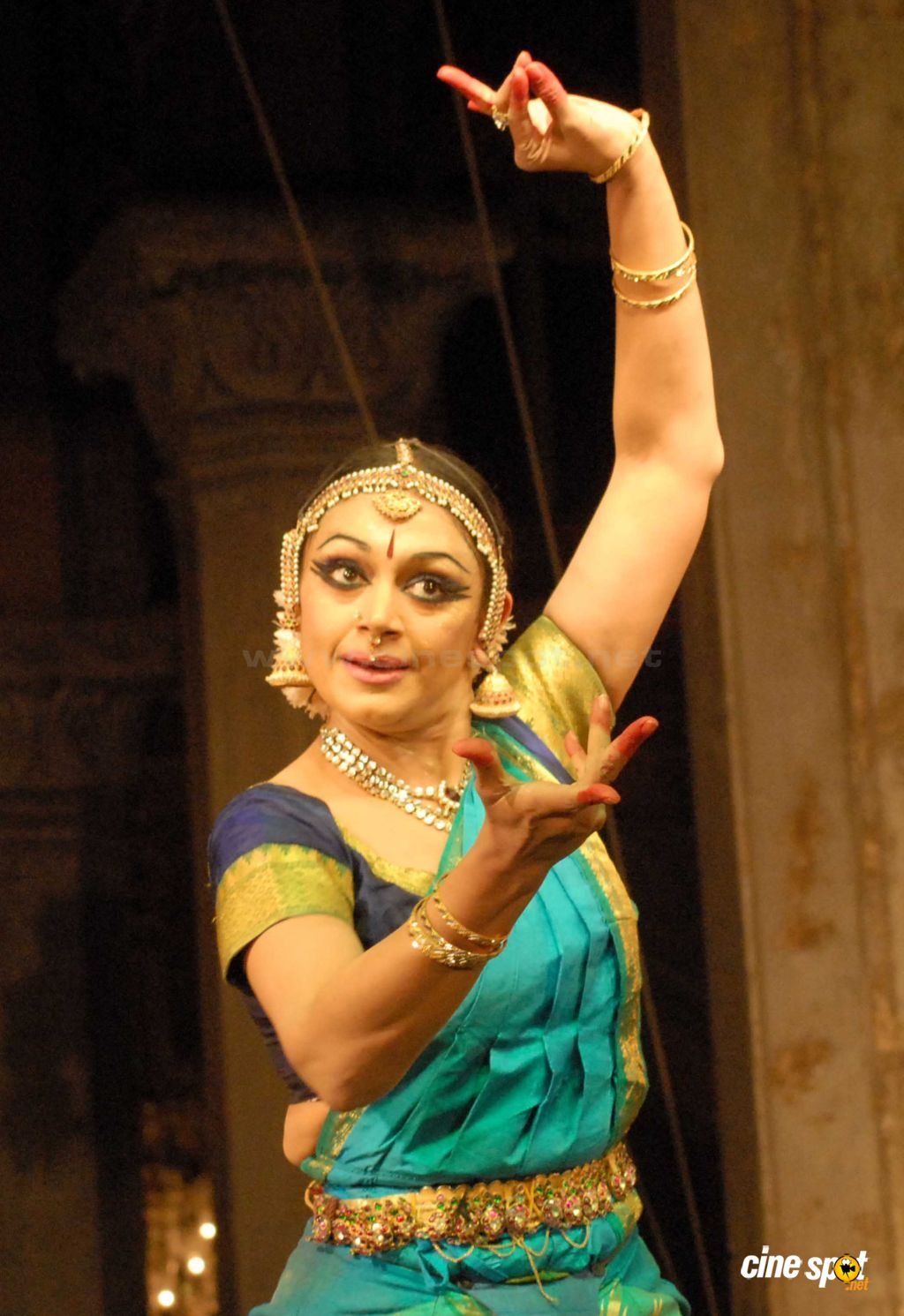 Actress Shobana performs at Bhimsen Joshi Music Festival (5)