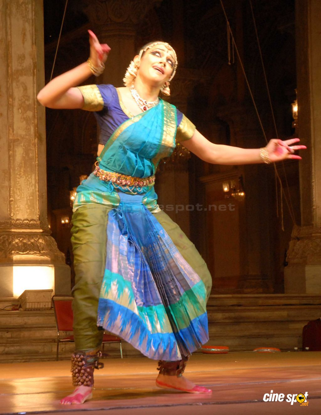 Actress Shobana performs at Bhimsen Joshi Music Festival (6)