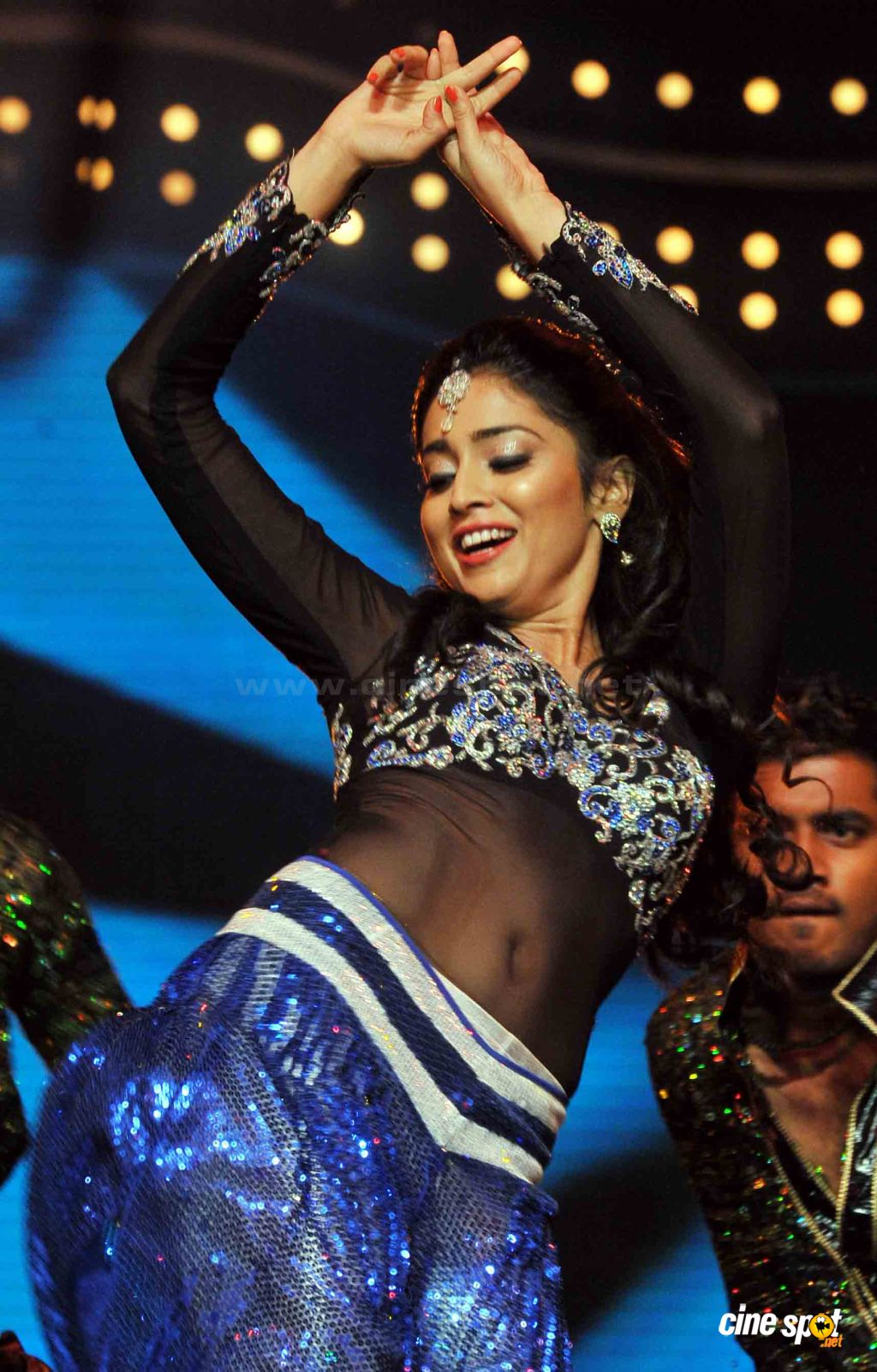 Shriya Saran Hot Dance Photos (1)