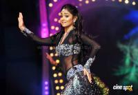 Shriya Saran Hot Dance Photos (6)