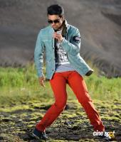 Ram Charan Photos in Nayak (20)