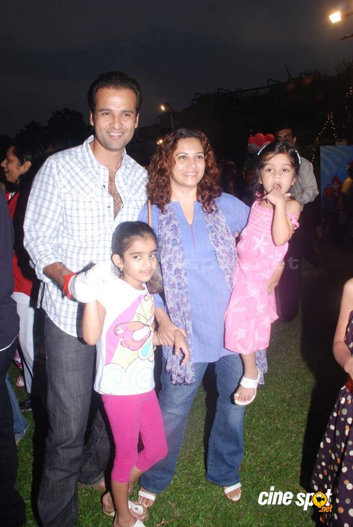 Suzanne Khan, Farah Khan with kids  Event Photos (15)