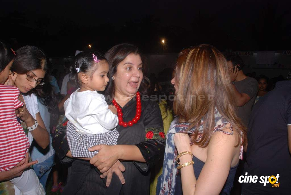 Suzanne Khan, Farah Khan with kids  Event Photos (26)