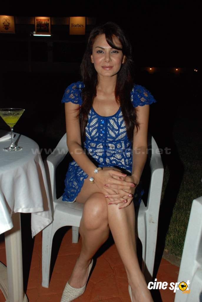 Anchal Kumar and Shawar Ali at the opneing bash Event Photos (2)