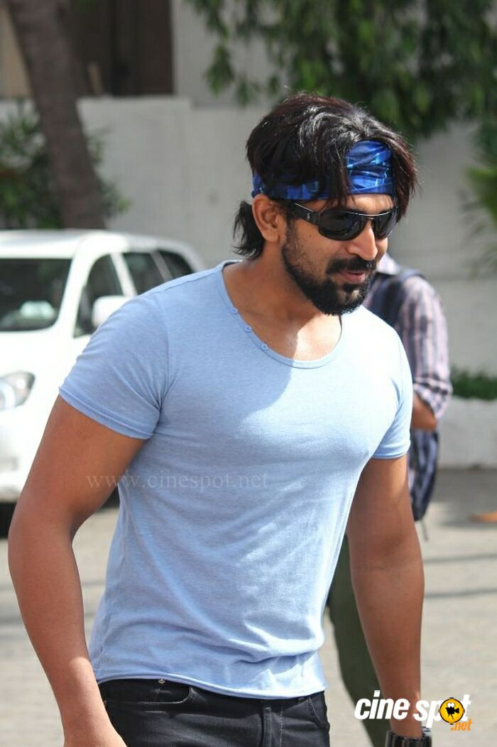 Arun Vijay New Photos (1)