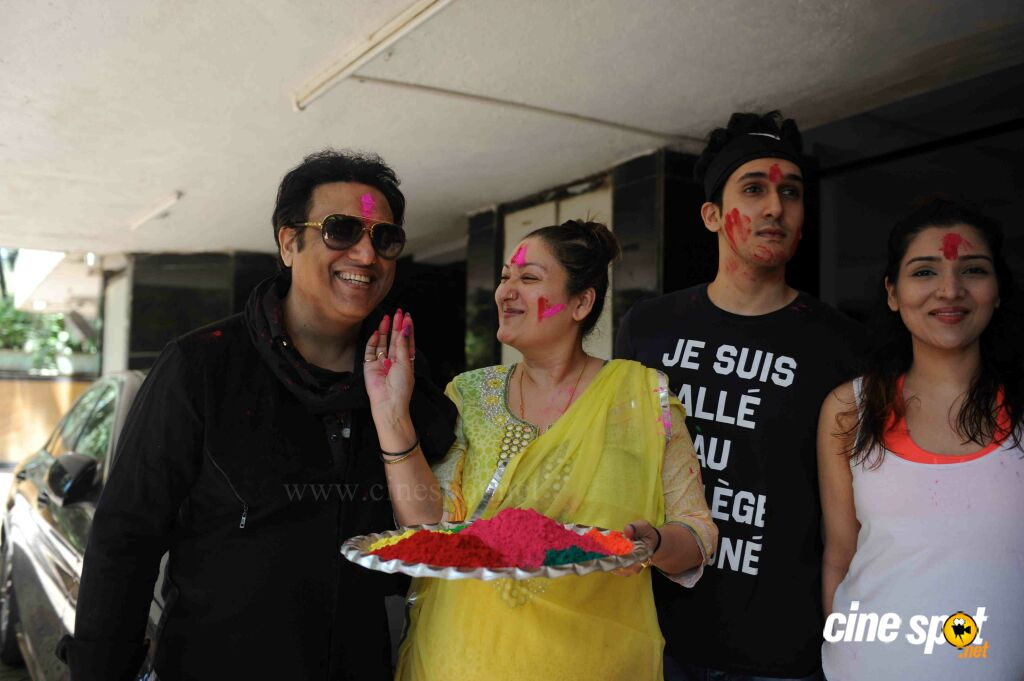 Govinda Celebrates Holi With His Family (3)