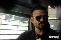 Vivek Oberoi Snapped Travelling By Local Train To Kelve Road (10)