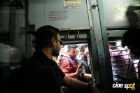 Vivek Oberoi Snapped Travelling By Local Train To Kelve Road (11)