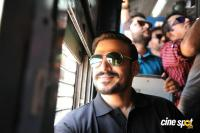Vivek Oberoi Snapped Travelling By Local Train To Kelve Road (8)