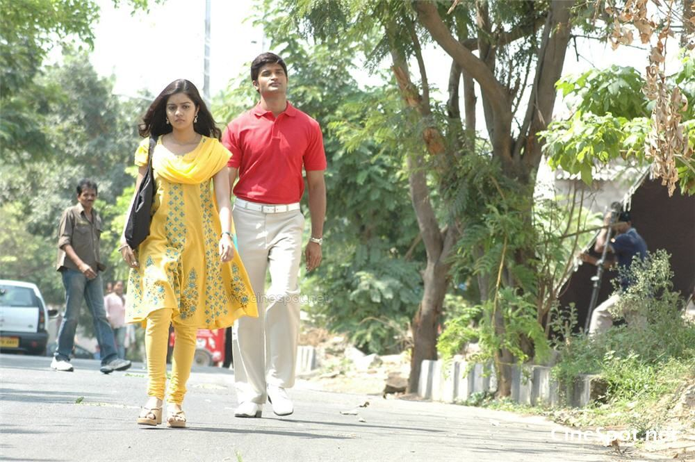 Kalavaramai madilo telgu movie  photos (29)